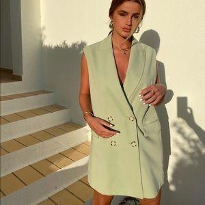 Bloggers favorite Zara blazer vest